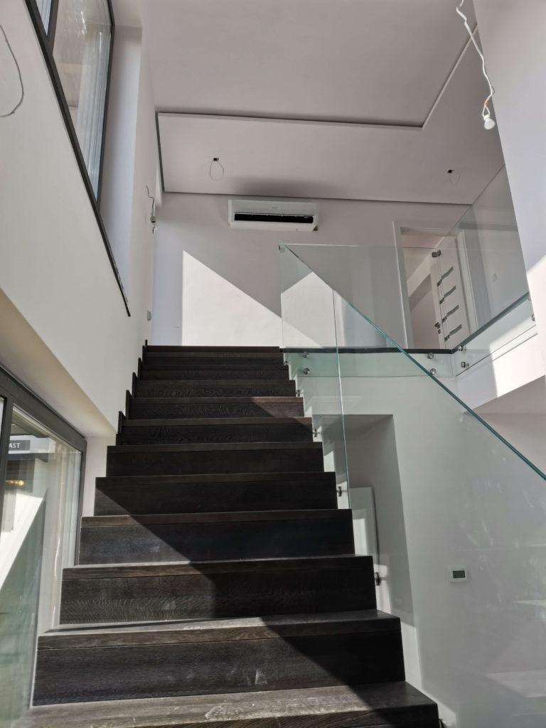 klimatyzator w korytarzu